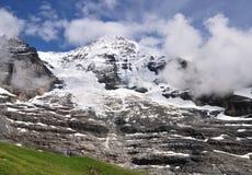 Picco di Jungfrau nelle alpi di Berner, Svizzera Fotografia Stock