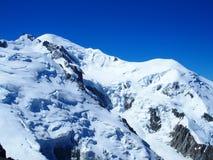 Picco di MONT BLANC del paesaggio alpino della gamma di montagne nelle ALPI francesi di bellezza vedute da Aiguille du Midi a CHA Immagine Stock Libera da Diritti
