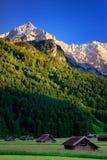 Picco di montagna Alpspitze Giorno di estate vicino a Garmisch Partenkirchen La Baviera, Germania Fotografia Stock
