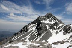 Picco di montagna con i turisti Fotografie Stock