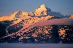Picco di montagna con neve Immagine Stock