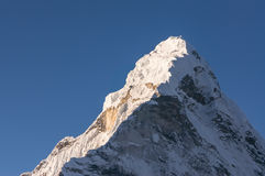 Picco di montagna di Ama Dablam, regione di Everest Fotografie Stock Libere da Diritti
