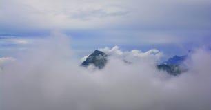 Picco di montagna di Kitzbuhel nella foschia, Tirolo Fotografie Stock Libere da Diritti