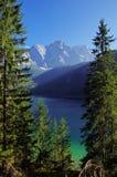 Picco di montagna e del lago nelle alpi Immagine Stock Libera da Diritti