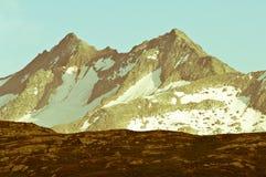 Picco di montagna Grimselpass vicino nelle montagne svizzere Fotografie Stock Libere da Diritti