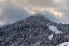 Picco di montagna nuvoloso Fotografie Stock Libere da Diritti