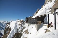 Picco di montagne Aiguille du Midi, CHAMONIX-MONT-BLANC, Francia Fotografie Stock Libere da Diritti