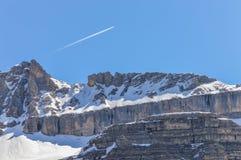 Picco di montagne delle alpi delle dolomia in primavera in Italia vicino a Madonna di Campiglio con il chiari cielo ed aereo Fotografia Stock Libera da Diritti