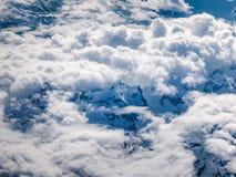 Picco di montagne maestoso in alpi vedute dall'alto fuco di volo Fotografia Stock Libera da Diritti