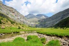 Picco di Monte Perdido nella valle di Ordesa, montagne di Pirenei immagine stock libera da diritti