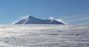 Picco di Moutnain nell'inverno Fotografie Stock Libere da Diritti