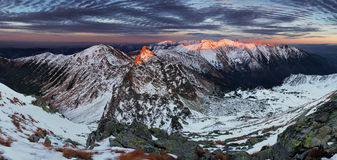 Picco di Ostru Rohac all'inverno fotografia stock libera da diritti