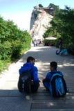 Picco e turisti ad ovest di Huashan della montagna Fotografie Stock