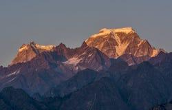 Picco placcato della neve in Himalaya Fotografie Stock