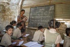 Piccola aula nella zona rurale di Hampi Immagini Stock Libere da Diritti