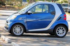 Piccola automobile nel parcheggio, Florida del sud fotografie stock
