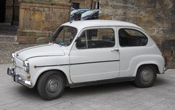 Piccola automobile popolare dello Spagnolo della famiglia Fotografia Stock Libera da Diritti