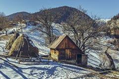 Piccola azienda agricola rumena rustica Fotografia Stock Libera da Diritti
