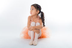 Piccola ballerina nello studio fotografie stock