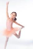 Piccola ballerina nello studio fotografie stock libere da diritti