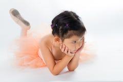 Piccola ballerina nello studio immagine stock libera da diritti