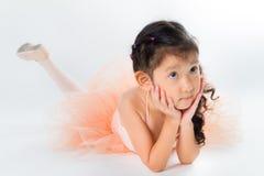 Piccola ballerina nello studio fotografia stock libera da diritti