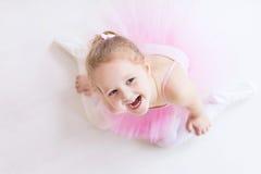 Piccola ballerina in tutu rosa Immagini Stock Libere da Diritti