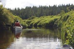 Piccola barca in acqua Fotografia Stock Libera da Diritti