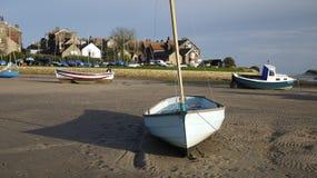 Piccola barca in Alnmouth sull'estuario di Aln del fiume Fotografie Stock Libere da Diritti