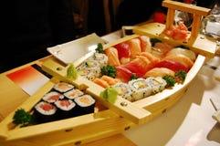 Piccola barca con i sushi v3 fotografia stock libera da diritti