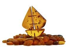 Piccola barca di ambra baltica Immagini Stock Libere da Diritti