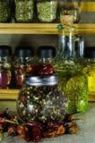 Piccola bottiglia con l'olio di girasole con il barattolo di intero pepe Fotografia Stock Libera da Diritti