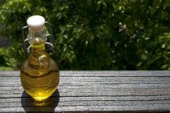 Piccola bottiglia dell'olio di oliva Fotografia Stock Libera da Diritti