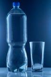 Piccola bottiglia di acqua Immagini Stock