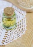 Piccola bottiglia di olio cosmetico Fotografia Stock