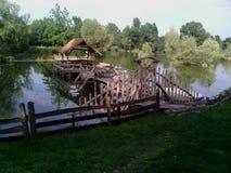 Piccola cabina sveglia sul lago Fotografia Stock
