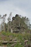 Piccola capanna sopra le rocce fotografia stock