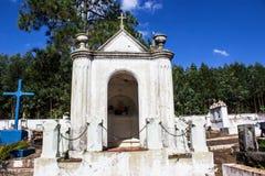 Piccola cappella del cimitero fotografie stock