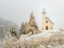 Piccola cappella, Passo Gardena, Italia Fotografia Stock