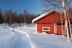 Piccola casa di legno in inverno. Fotografia Stock Libera da Diritti
