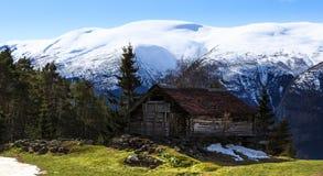 Piccola casa in montagne Fotografia Stock Libera da Diritti