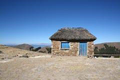 Piccola casa o capanna su Isla del Sol in Bolivia Immagine Stock