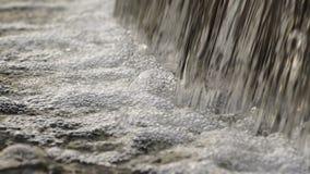 Piccola cascata stock footage