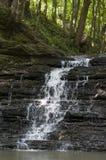 Piccola cascata della montagna Fotografie Stock