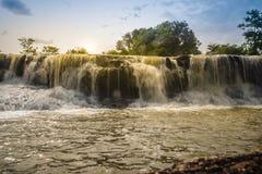 Piccola cascata esotica per il nuoto della cascata nominata di Tadton dentro immagini stock libere da diritti