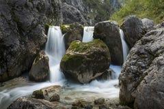 Piccola cascata nelle alpi bavaresi, Germania Fotografia Stock