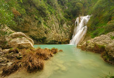 Piccola cascata in Polilimnio, Grecia fotografia stock
