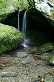 Piccola cascata serena Fotografia Stock Libera da Diritti