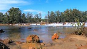 Piccola cataratta nella città di Niebla, Huelva, Spagna Fotografie Stock