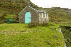 Piccola centrale idroelettrica nel parco nazionale di Snowdonia Fotografia Stock Libera da Diritti